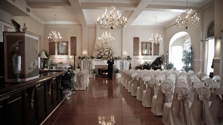 Wedding_EmptyAisle
